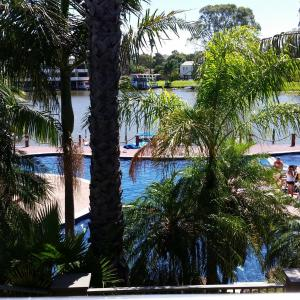 Hotel Pictures: Cypress waterfront spa apartment, Mulwala