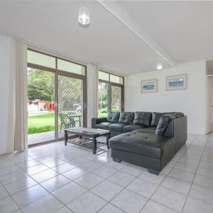 Hotel Pictures: Villa Ellisa, Unit 1/10 Columbia Close, Nelson Bay