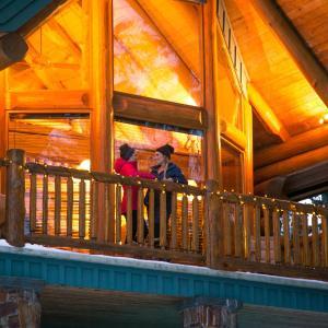 Hotel Pictures: Snow Creek Cabins by Fernie Lodging Co, Fernie