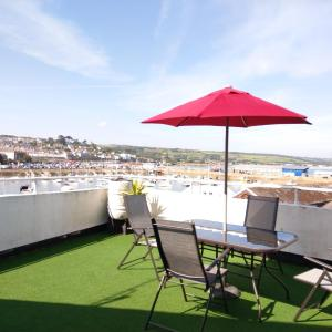 Hotel Pictures: Sea View Cottage - Stunning House Overlooking Penzance Harbour - 109, Penzance