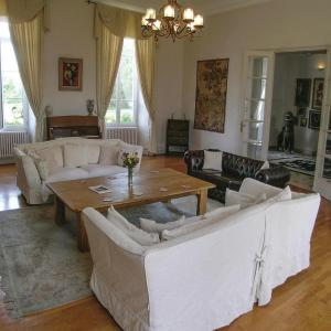 Hotel Pictures: Studio Holiday Home in Cherval, Cherval