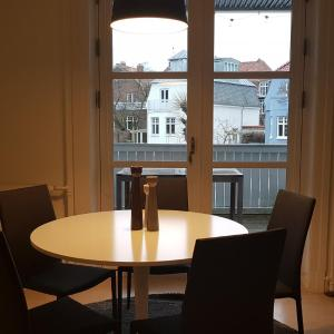 Hotel Pictures: 3 room apartment in Hellerup - Esthersvej 34, Hellerup