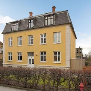 Hotel Pictures: 3 room apartment in Hellerup - Tranegårdsvej 47, Hellerup