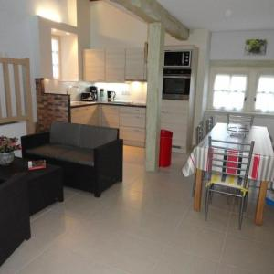 Hotel Pictures: House Gourdon - 4 pers, 55 m2, 3/2, Gourdon-en-quercy