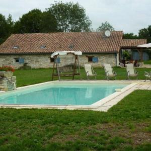Hotel Pictures: House Serignac - 10 pers, 120 m2, 6/5, Sérignac