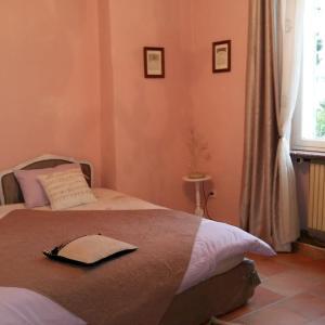Hotel Pictures: Au Mas de la Tournillone, Mornas
