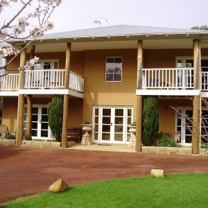Hotel Pictures: Erravilla Country Estate Spa Suite Accommodation, Yallingup