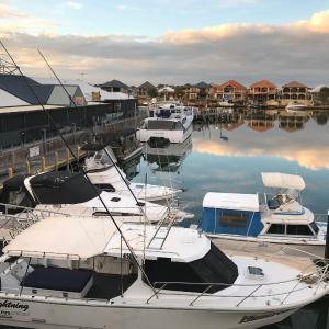 Фотографии отеля: Marina View Chalets, Wannanup