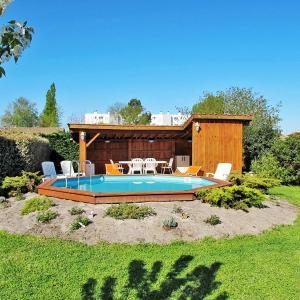 Hotel Pictures: Ferienhaus mit Pool La Teste 110S, La Teste-de-Buch