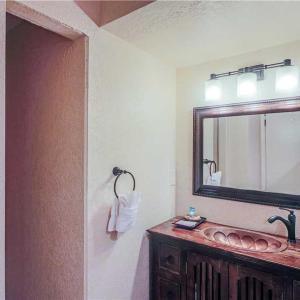 Hotel Pictures: Artist Road 48 3 Bedroom Condo, Santa Fe