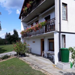Hotel Pictures: Ferienwohnung & Gästezimmer Familie Englstorfer, Burgau