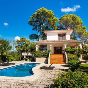 Hotel Pictures: Formidable casa con piscina privada, Sa Cabaneta, La Cabaneta
