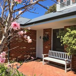 Hotellikuvia: Ladies Only Joondalup Bed & Breakfast, Carramar