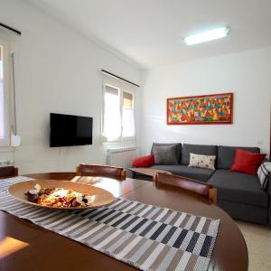 Hotel Pictures: Ca La Lluïsa - Holiday Apartment, Salás de Pallás