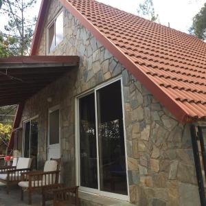 Hotel Pictures: Σπίτι στο βουνο, Kato Amiandos