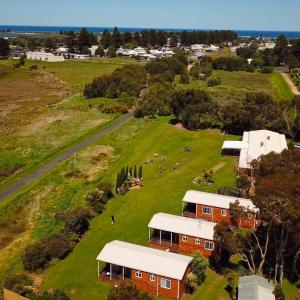 Hotel Pictures: Pelican Waters Holiday Park, Port Fairy