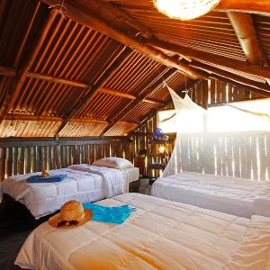 Hotel Pictures: Barba Negra Eco-surflodge, Playa Avellana