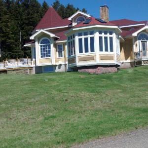 Hotel Pictures: Deer Island Summer Estate, Fairhaven