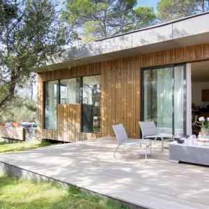 Hotel Pictures: luxueuse maison d architecte en bois, Rognes