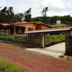 Hotel Pictures: Peace cabin, Alajuela