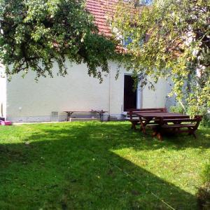 Hotel Pictures: Ferienhaus 'Gartenstraße', Obertraubling