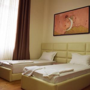 Hotel Pictures: Living Hotel, Tirana