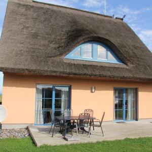 Hotel Pictures: Ferienhaus Seeblick bei Dranske, Lancken