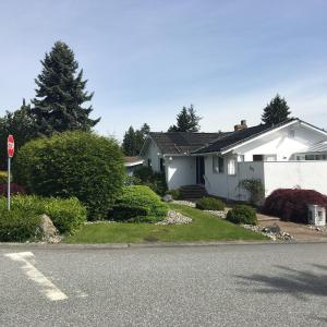 Hotel Pictures: Tsawwassen Single House with Swimming Pool, Delta