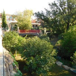 Hotel Pictures: Le Mas du Lingousto, Cuers