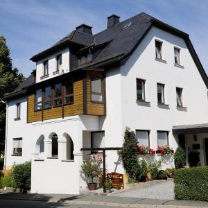 Hotelbilleder: Ferienwohnung 'Am Eisenbühl', Berg