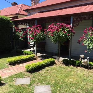 Hotel Pictures: Airleigh-Rose Cottage, Kyneton