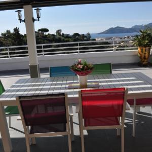 Hotel Pictures: Belle chambre privée - Terrasse vue mer, Cannes