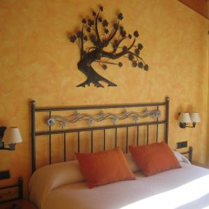 Hotel Pictures: HOMEnFUN Crestabocs Bed&breakfast, Sant Pau d'Ordal