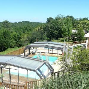 Hotel Pictures: Camping Les Charmes, Saint-André-d'Allas