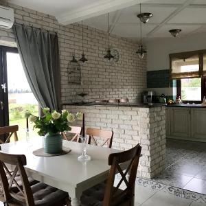 Hotel Pictures: Guest House Strekoza, Ploskaya