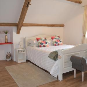 Hotel Pictures: The West Wing Suite, Saint-Aubin-des-Châteaux