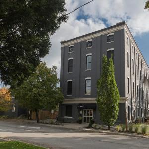 Hotel Pictures: Brantford Eichler Properties, Brantford