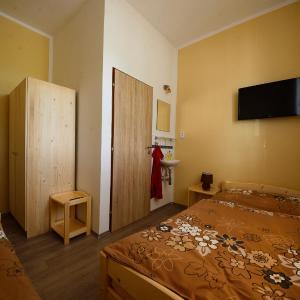 Hotel Pictures: Penzion u Tří Lip Hevlín, Hevlín