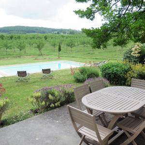 Hotel Pictures: Ferienhaus mit Pool Cancon 300S, Cancon