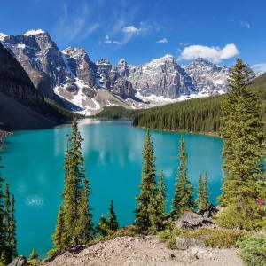 Hotel Pictures: Moraine Lake Lodge, Lake Louise