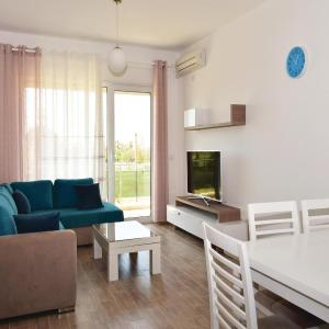 Hotelbilleder: Two-Bedroom Apartment in Durres, Fushë-Draç