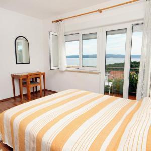 Hotel Pictures: Apartment Dramalj 5519a, Dramalj