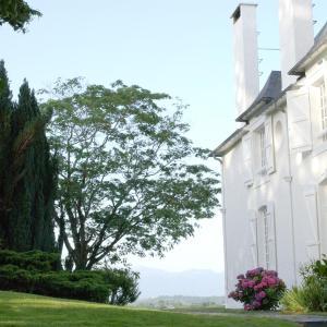 Hotel Pictures: Clos Mirabel Manor - B&B, Jurançon