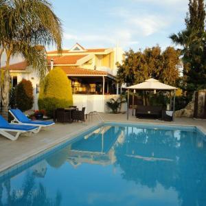 Hotel Pictures: Villa Chris, Paphos City