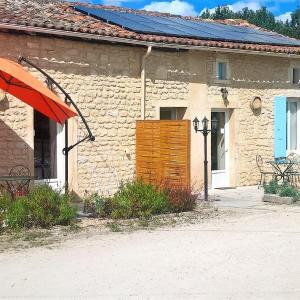 Hotel Pictures: LOCATIONS RIVES DE SEUGNE - Claveau, Jonzac