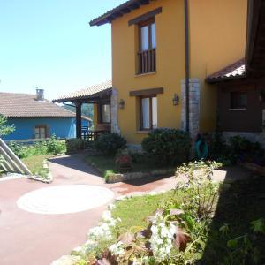 Hotel Pictures: Apartamentos La Calvera, Llames de Parres