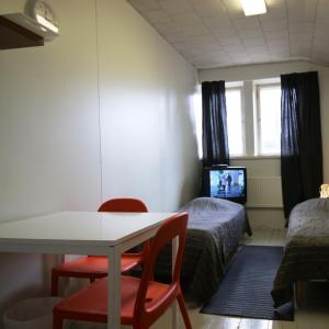 Hotel Pictures: 1 room apartment in Kirkkonummi, Vernerinkuja 2 (ID 2742), Kirkkonummi