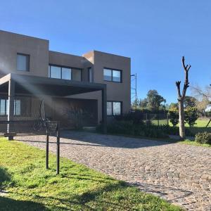 酒店图片: Casa en Estancias del rio, Mariano Moreno