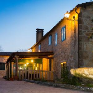 Hotel Pictures: Casa do Cruceiro, As Galanas