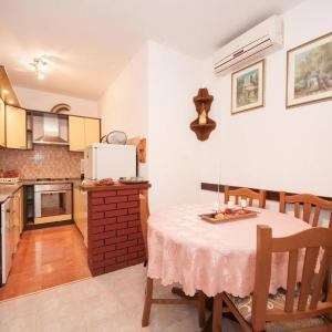 Hotel Pictures: Apartment Supetar 12285a, Supetar